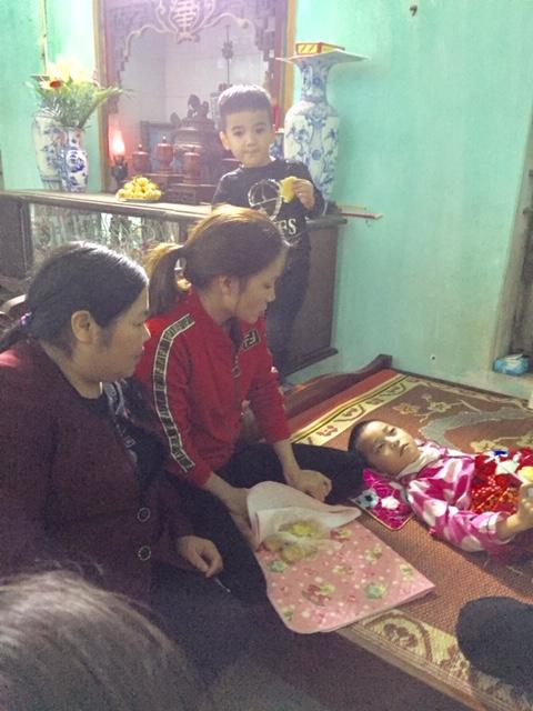 Lòng nhân ái của tập thể cán bộ giáo viên trường Tiểu học Nam Giang